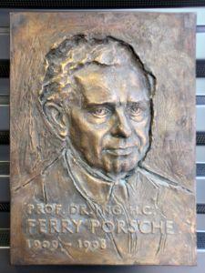 Gedenktafel_Albert-Einstein-Ring_49_(Kleinmachnow)_Ferry_Porsche